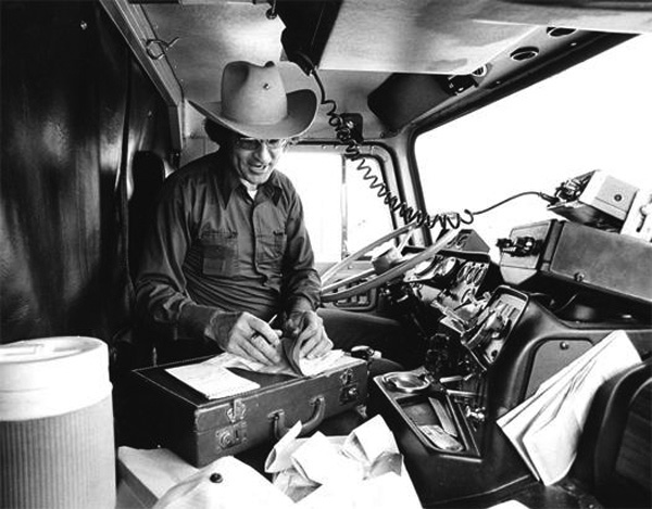 Best Gps For Truckers >> Truck driving Vintage 1970's... This is a real fucking man ...