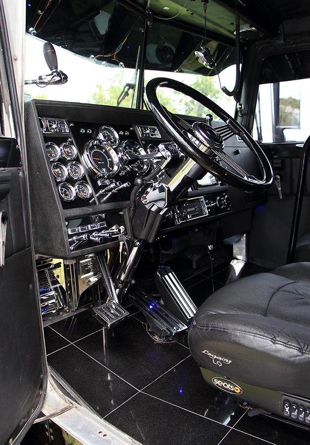 big rig interior on pinterest custom big rigs rigs and semi trucks. Black Bedroom Furniture Sets. Home Design Ideas