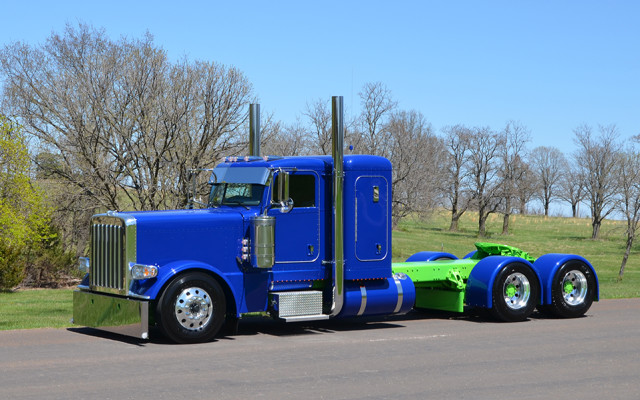 This month's creation was built for Hoewing Trucking in Canton, MO for a deserving driver, Kevin Benson, who worked hard […]